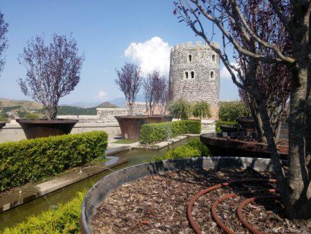 Аллея любви на территории крепости Рабат в Ахалцихе