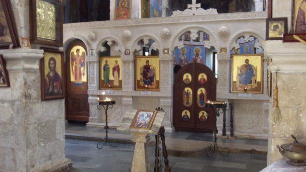 Алтарь в монастыре Моцамета