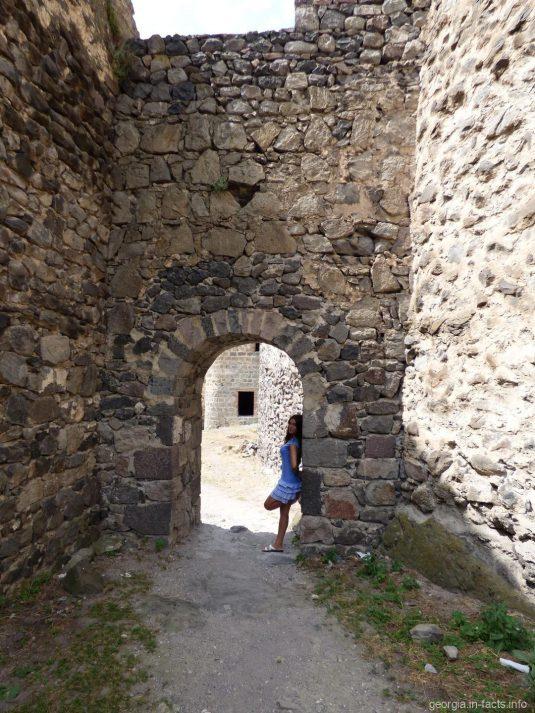 Арка в крепостной стене Хертвиси