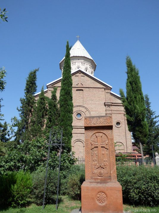 Армянская церковь Эчмиадзин в Тбилиси