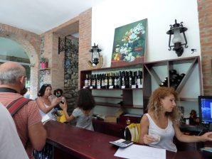 Ассортимент вин в винном доме Аджарии