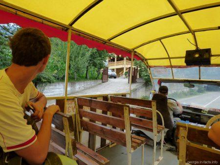 Автобус на экскурсии по горной Аджарии