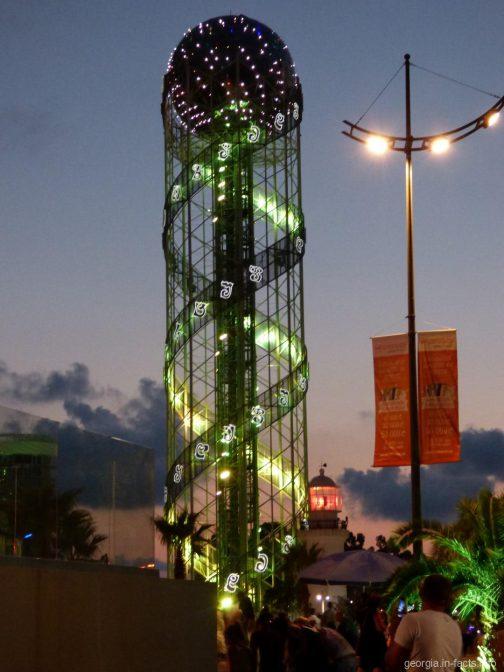 Башня алфавит ночью