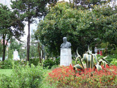 Бюст Шевченка в Батуми