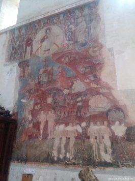 Частично сохранившиеся фрески в Ананури