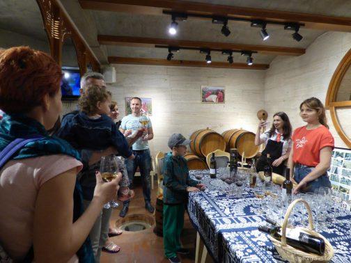 Дегустация вкусного вина на экскурсии в Мцхету, Грузия
