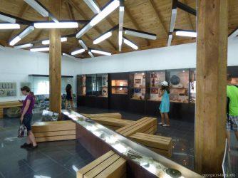Экспозиции музея на территории крепости Гонио