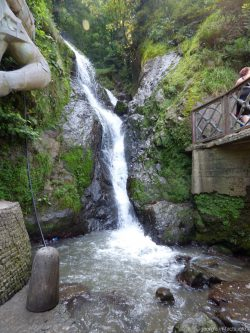 Фото водопада рядом с Сарпи