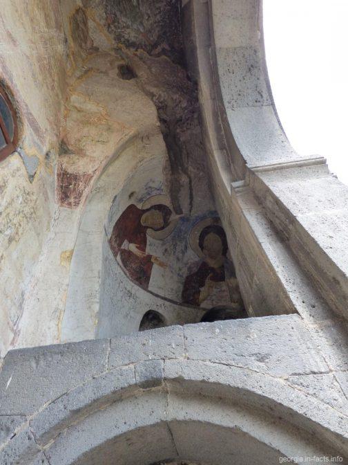 Фрески на потолке у входа в храм Успения Богородицы