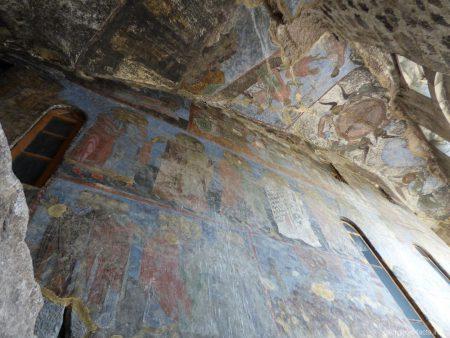 Фрески на стенах Успенского монастыря в Вардзии