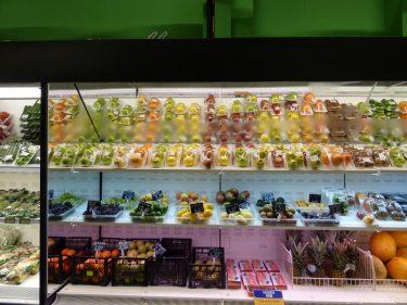 Фрукты в супермаркете города Батуми