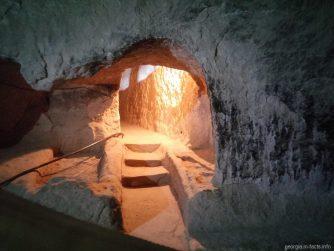 Глубокая пещера в Вардзии