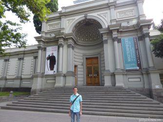 Голубая галерея имени Шеварнадзе в Тбилиси