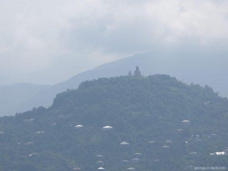 Храм Святой Троицы на горе Самеба в окрестностях Батуми
