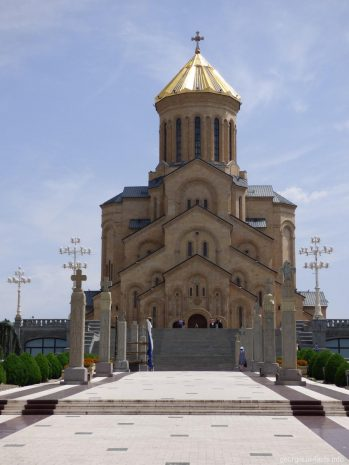 Храм Цминда Самеба в Тбилиси