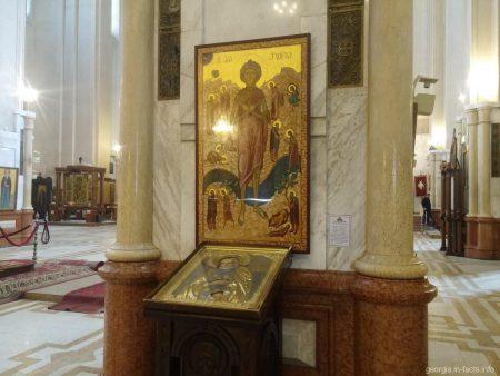Иконы в храме Самеба