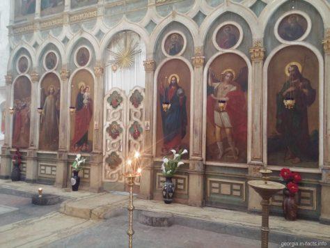Изображения святых в храме