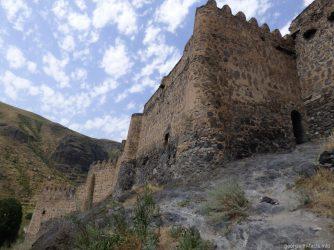 Каменные стены крепости Хертвиси