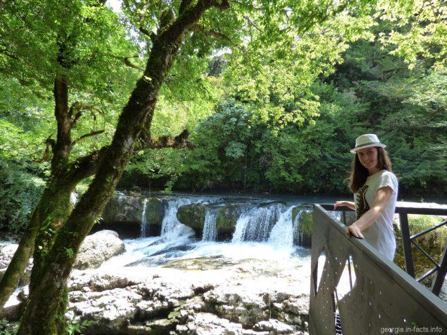 Каскадные водопады Мартвили
