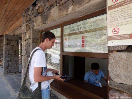 Касса перед входом в Вардзию, где продают билеты