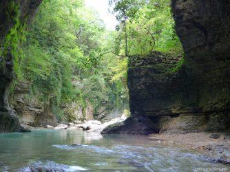 Катание по каньону Мартвили