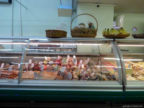 Колбасные изделия в одном из магазинов Тбилиси