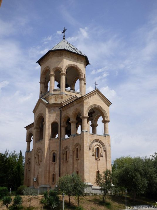 Колокольня собора Самеба в Тбилиси