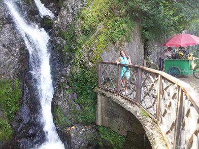 Красивое фото с водопадом в Сарпи