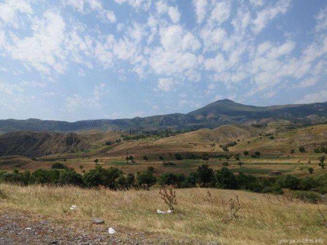 Красивые горные пейзажи по дороге в Вардзию