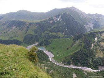 Красивые горы на Военно Грузинской дороге