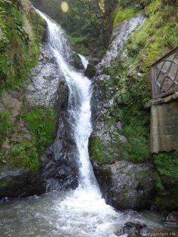 Красивый водопад Святого Андрея около Батуми