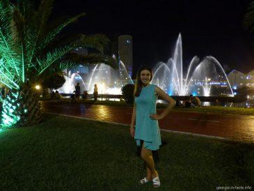 Красочное шоу поющих фонтанов в городе Батуми