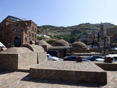 Купола серных бань в Тбилиси