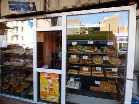 Магазин-пекарня с вкусной выпечкой в Тбилиси