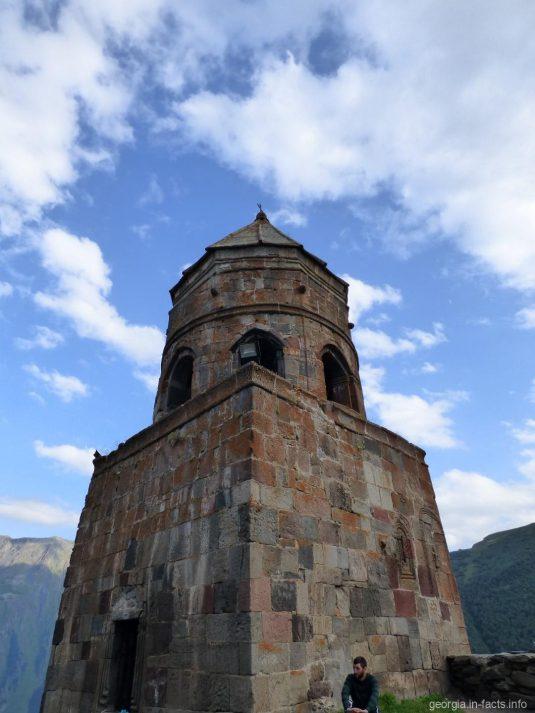 Монастырская колокольня в Гергети