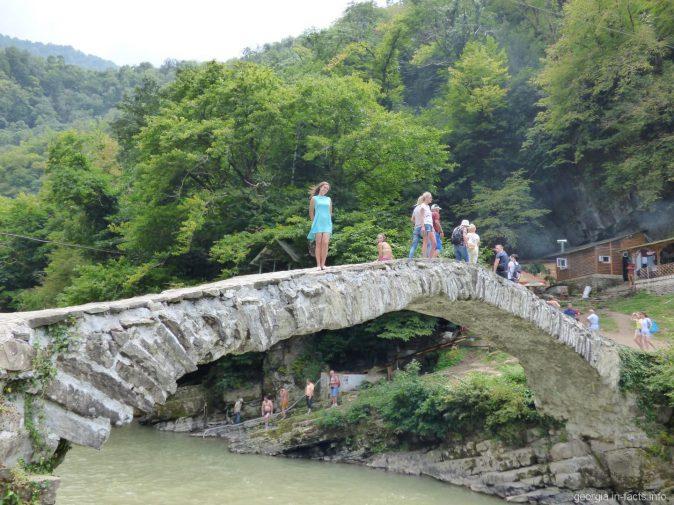 На мосте Махунцети или царицы Тамары