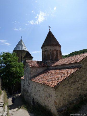 На территории крепости Ананури рядом с Тбилиси