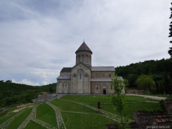 На территории женского монастыря Бодбе, Грузия