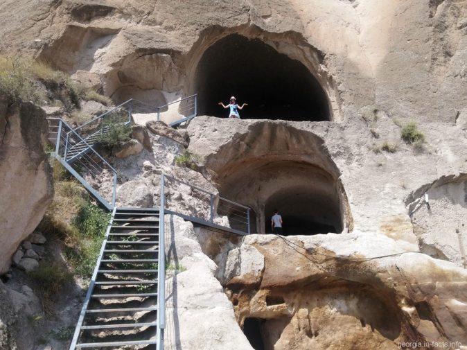 Надежная лестница в Вардзии