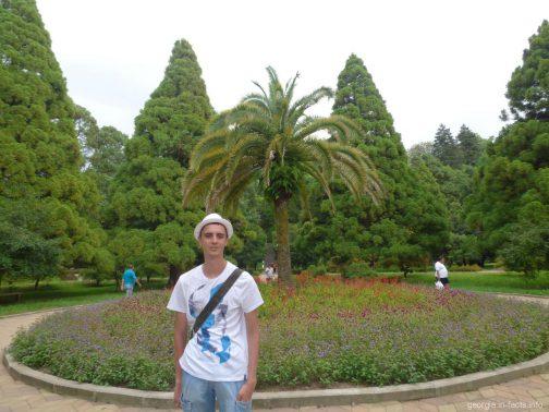 Недалеко от пляжа в ботаническом саду Батуми