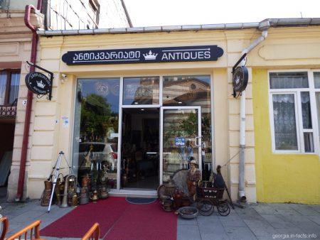 Один из магазинов антиквариата в Батуми