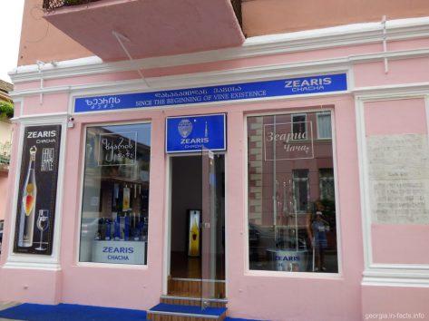 Один из магазинов по продаже чачи в Батуми