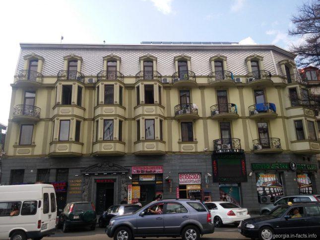 Один из самых дешевых отелей в Старом Батуми