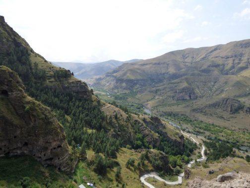 Панорама гор рядом с монастырем Ванис Квабеби