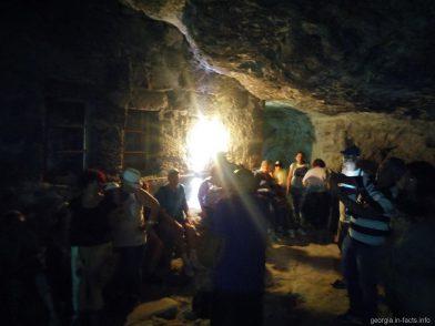 Пещера рядом с монастырем Успения Богородицы в Вардзии