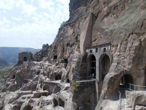 Пещеры в скале, Вардзия