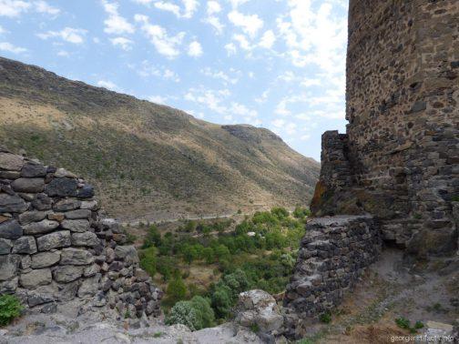Пейзажи внутри крепости Хертвиси
