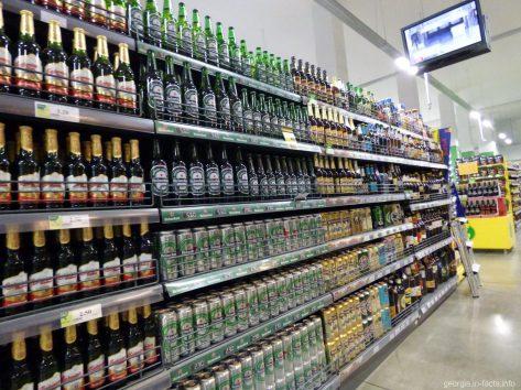 Пиво в супермаркете Гудвилл в Батуми