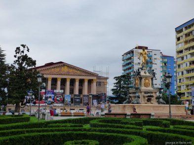 Площадь и фонтан Нептун в Батуми