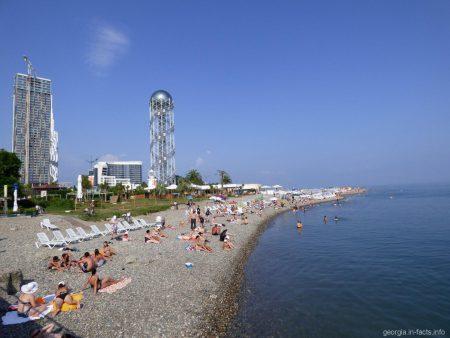 Пляж Батуми недалеко от порта